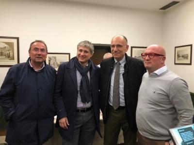 Gianfranco Marchetti, candidato nella lista Pd alle amministrative, il vicesindaco Maurizio Libretti, Enrico Letta e il sindaco di Palazzolo Gabriele Zanni