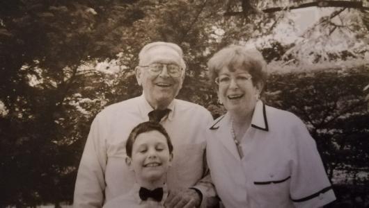 Il maestro Buffoli con la moglie Luciana e un nipote